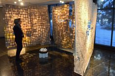 Chantal Lagacé, Arrondissement (2015). Artiste québécoise dont la recherche porte sur la temporalité urbaine et l'aspect formel d'une ville qui porte les traces de rêves et d'histoires. Ses oeuvres sont souvent constituées de feuilles de bottin téléphonique et d'objets trouvés qu'elle rassemblent, faisant naître l'harmonie où personne ne l'attendait.