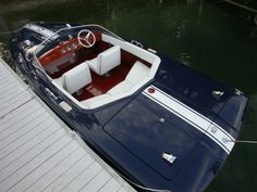 Gorgeous 1969 Chris Craft Commander 19 Custom Super Sport, vintage fiberglass speed boat, beautifully restored by Macatawa Bay Boat Works in Saugatuck, Michigan.