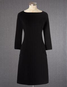 I'm in love.... Simple, elegant black dress... three quarter sleeve... POCKETS :D