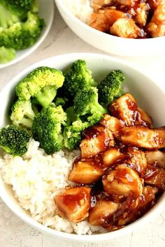 Quick Teriyaki Chicken Rice Bowls recipe - better than takeout and made with just a few ingredients, this Asian chicken dinner idea is on our weekly rotation! Sweet, garlicky chicken served with rice and steamed broccoli comes together in just 20 minutes. Teriyaki Chicken Rice Bowl, Chicken Rice Bowls, Teriyaki Rice, Chicken Rice Recipes, Recipe Chicken, Molho Teriyaki, Homemade Teriyaki Sauce, Homemade Salsa, Healthy Food Recipes