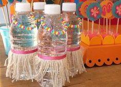 Botellas de agua hawaiana para cumpleaños de Moana - http://xn--manualidadesparacumpleaos-voc.com/botellas-de-agua-hawaiana-para-cumpleanos-de-moana/