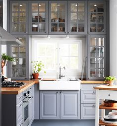 Small kitchen ideas - probably too short for the high overhead shelves though!!!