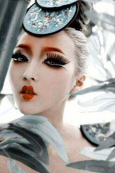 traditional japanese makeup. I like how the colours a very bold. And the eye lashes suit the boldness