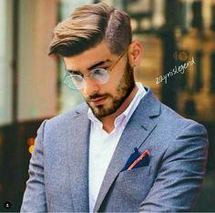 He looks like the combo of jared leto & Zac efron😍😍😍😍 Zayn Malik Style, Zayn Malik Photos, One Direction Zayn Malik, Zayn Malik Hairstyle, My Hairstyle, Trendy Mens Haircuts, Classic Mens Hairstyles, Men's Hairstyles, Zany Malik