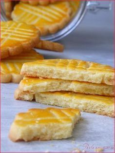 Galette bretonne ou biscuit breton More Köstliche Desserts, Desserts With Biscuits, Delicious Desserts, Dessert Recipes, Croissants, Cookie Crumbs, French Pastries, Macarons, Sweet Recipes