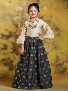 Skirt and crop top indian with shrug 56 Ideas Source by Blouses Kids Party Wear Dresses, Kids Dress Wear, Kids Gown, Dresses Kids Girl, Summer Dresses, Girls Frock Design, Kids Frocks Design, Baby Dress Design, Western Girl Outfits