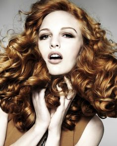 Awesome classic hairstyles for long curly hair female Cute Curly Hairstyles, My Hairstyle, Summer Hairstyles, Wig Hairstyles, Party Hairstyle, Classic Hairstyles, Hairstyles Pictures, Hairstyles Videos, Holiday Hairstyles
