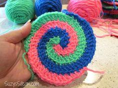 Free Spiral Crochet Pattern and a fun Giveaway! Spiral Crochet Pattern, Freeform Crochet, Crochet Motif, Crochet Yarn, Crochet Stitches, Free Crochet, Crochet Geek, Crochet Potholders, Crochet Crafts