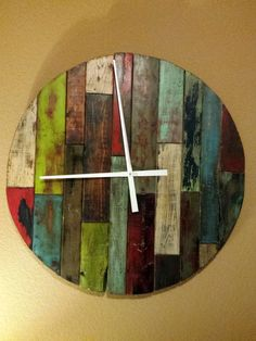 Pallet Board Clock I made. This is a clock. Navidad Diy, Wood Clocks, Sticks And Stones, Wood Wall Art, Woodworking, Projects To Try, Holiday Decor, Wood Stain, Painting