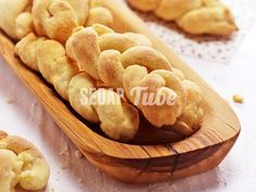 Resepi Roti Butter Golok Viral | Sedap Tube Baking Business, Snack Recipes, Snacks, Bread And Pastries, Macaroons, Apple Pie, Tube, Chips, Butter