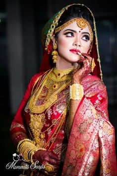 how to shoot indian wedding photography Indian Bride Photography Poses, Indian Bride Poses, Indian Wedding Poses, Indian Bridal Photos, Indian Bridal Fashion, Photography Ideas, Geisha, Bridal Photoshoot, Bridal Outfits