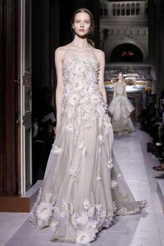 a9115e3e991 10 meilleures images du tableau Haute couture en VERT   Elie Saab ...