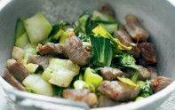 Le chou pak-choï rehausse agréablement la saveur du porc dans cette recette. On tire son chapeau à cet ingrédient chinois !