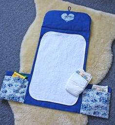 DIY Changing pad with pockets for diapers/wipes