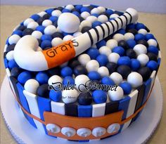 This cake was made for a young hockey player with the colors of her Club. Hockey Birthday Cake, Birthday Cake For Husband, Hockey Party, Birthday Cakes, Hockey Cakes, Sport Cakes, Sweet 16 Parties, Cakes For Boys, Cakes And More