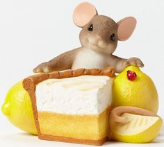Charming Tails Lemon Me Tell You How Sweet You Are Mouse with Lemons Figurine