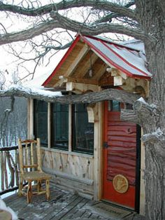 Fargo, North Dakota, 2004  This all season treehouse was built as a getaway on a family's acreage. The father and kids often sleepover in the treehouse. It has a custom built game table and many unique architectural elements built by local craftsmen Brad Berger. The light fixtures were hand blown glass by local artists. This treehouse is a great example of how collaborating with local artists, craftsmen, and designers add to the overall feel and look. The 3-game crafts table even becomes a…