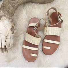 RAG & BONE/ gladiator sandal ⱝ cream, white ⱝ gladiator sandal  ⱝ leather ⱝ rag & bone ⱝ size 40 ⱝ no box ⱝ comes with bottega veneta dust bag ⱝ excellent used condition    » I NO LONGER LOWER MY PRICES, BUT OFFERS ARE ABSOLUTELY WELCOME  » UNLESS IT IS FOR A BUNDLE, I WILL NOT RESPOND TO OFFERS IN COMMENTS   » I WILL MAKE A NEW LISTING FOR DISCOUNTED SHIPPING rag & bone Shoes