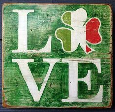 Thinking about St. Here are the best DIY St. Patrick's Day Decorations, you can do from Mantle to Porch decor to celnterpiece etc Erin Go Braugh, Deco Mesh Garland, Irish Catholic, Irish Eyes Are Smiling, Irish Pride, Irish Celtic, Paddys Day, Wine Bottle Crafts, St Patricks Day