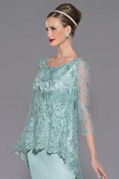 Vestido de madrina corto de chantilly azul modelo 3422 by Teresa Ripoll | Boutique Clara