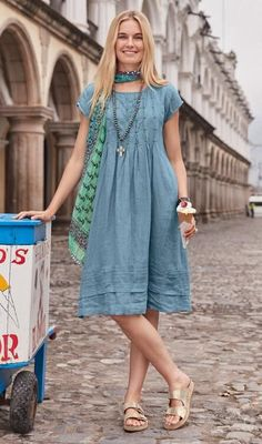 Be Inspired - Clothing & Accessories - Pintucks lend a vintage air to this pretty 'Viv Day' linen dress with cap sleeves. Funky Dresses, Casual Dresses, Fashion Dresses, Summer Dresses, Linen Dress Pattern, Dress Patterns, Linen Dresses, Chic Outfits, Casual Wear