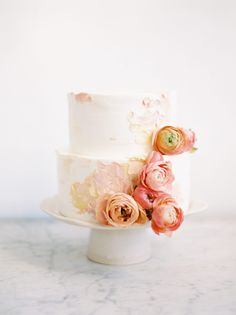 How about this pretty cake for your blush wedding?