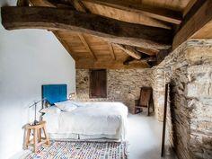 Alojamientos para enamorarse de Galicia - Hoteles Patio Interior, Country Interior, Country Decor, Interior Design, Loft Interiors, Rustic Interiors, A Pontenova, Old Stone Houses, Rural House