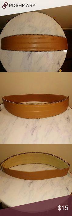 Via Spiga Camel Leather Corset Belt Size Medium NWT Via Spiga Camel Leather Corset Belt with snap closure elastic back; Gold ball/stud trim; Size Medium Via Spiga Accessories Belts