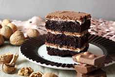 Absolutely delicious chocolate cake ( from Black Forest recipe) with nut filling: nut ganache and praline mousse. Nut Recipes, Desert Recipes, Sweet Recipes, Cake Recipes, Creative Desserts, Great Desserts, Delicious Desserts, Tasty Chocolate Cake, Chocolate Recipes