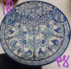 181 pratos de Renata Sparapan #esmaltesefeito #tintasfinarte #ceramicaitaliana Egg Decorating, Mandala Art, Islamic Art, Carafe, Monochrome, Blue And White, Wall Decor, Pottery, Plates