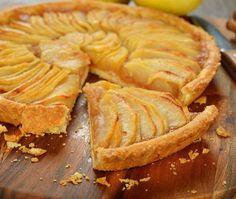 This vegan apple tart recipe provides an easy to make pie crust, and can rival your mom's homemade tart any day. Apple Recipes, Sweet Recipes, Cake Recipes, Snack Recipes, Dessert Recipes, Cooking Recipes, Vegan Apple Tart Recipe, French Apple Tart, Cooking Cake