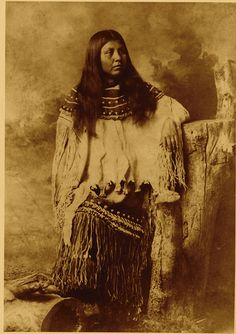In her buckskin wedding dress, Ramona Chihuahua Daklugie is a beautiful example… Apache Indian, Apache Native American, Native American Beauty, Native American Photos, Native American History, American Symbols, Indian Tribes, Native Indian, Sioux