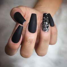 18 Beautiful Coffin Nail Designs Ideas ★ Matte Coffin Nails Design for Beautiful Look Picture 4 ★ See more: http://glaminati.com/coffin-nail-designs/ #coffinnails #coffinnaildesigns