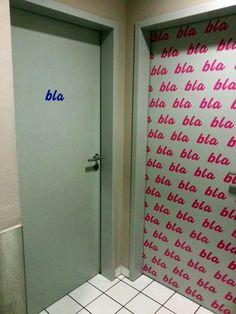 Entdeckt in einem Toiletteneingangsbereich eines Restaurants in Aachen... Daran erkennt man, wer mehr redet...