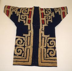 This is a spectacular Ainu coat / roabe Robe Date: century Culture: Japan (Ainu) Medium: Cotton The decoration of attush robes and those made from cotton, like this example, feature embroidery alone or both applique and embroidery. Japanese Textiles, Japanese Prints, Japanese Kimono, Japanese Art, Japanese Design, Shibori, Ainu People, Kimono Design, Japanese Outfits
