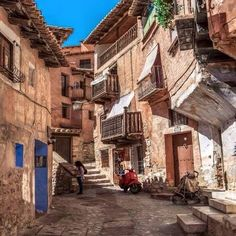 Albarracín is a Spanish town, in the province of Teruel, part of the autonomous community of Aragon. Places Around The World, Oh The Places You'll Go, Places To Travel, Places To Visit, Around The Worlds, Spain And Portugal, Gaudi, Spain Travel, Travel Around