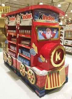 Kinder Surprise 2016 Xmas Interactive Train on Behance Pop Display, Display Design, Booth Design, Fun Places For Kids, Candy Packaging, Interactive Display, Cardboard Display, Point Of Purchase, Store Displays