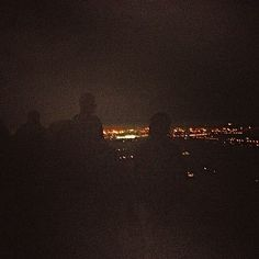 camminare con la luna piena ed osservare il mondo di notte