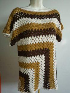 Sidney Artesanato Crochet Tunic Pattern, Crochet Jumper, Diy Crochet And Knitting, Crochet Cover Up, Black Crochet Dress, Crochet Flower Patterns, Crochet Blouse, Crochet Granny, Crochet Designs