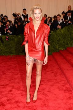 Anja Rubik en Anthony Vaccarello http://www.vogue.fr/mode/look-du-jour/articles/anja-rubik-en-anthony-vaccarello-met-ball-2013/18803
