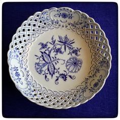 German hand painted Meissen Blue Onion bowl