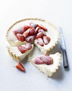 ... white chocolate and strawberry tart ...