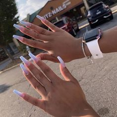 How to choose your fake nails? - My Nails Aycrlic Nails, Matte Nails, Coffin Nails, Glitter Nails, Gold Nails, Stiletto Nails, Manicure, Best Acrylic Nails, Acrylic Nail Designs