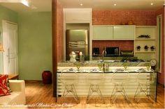 21 Cozinhas Americanas Modernas! Veja Modelos de Bancadas e de Banquetas Lindas! Kitchen Interior, Kitchen Decor, Plywood Kitchen, Dining Room Table Centerpieces, Casa Clean, Home Office, Dining Room Design, Little Houses, Modern Interior Design