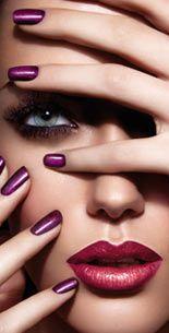 Flawless makeup looks with purple nail polish Makelloses Make-up sieht mit lila Nagellack aus Purple Nail Polish, Purple Nails, Nail Pink, Go Feminin, Beauty Shoot, Beauty Portrait, Beautiful Lips, Flawless Makeup, Gorgeous Makeup