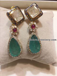Colombian emerald diamonds Polki's with blue enamel . Jewelry Design Earrings, Gold Earrings Designs, Emerald Jewelry, Jewelry Rings, Fine Jewelry, Bridal Jewelry Vintage, Antique Jewelry, Stylish Jewelry, Fashion Jewelry