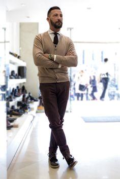 Ο δημοφιλής fashion blogger Χρήστος Ντάβλας διαλέγοντας παπούτσια από την εταιρεία SAGIAKOS. Celebs, Fictional Characters, Celebrities, Celebrity, Fantasy Characters, Famous People