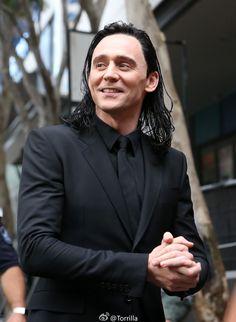 "Tom Hiddleston as ""Loki"" on the set of Thor: Ragnarok in Brisbane, Australia 23.8.2016 From http://tw.weibo.com/torilla/4012098965670342"