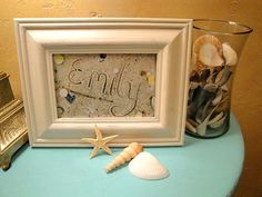 Great gift idea - write name in sand, arrange shells and take a picture. Great gift item with last name or even an initial made of shells. Look cool in a beach themed room. Beach Themed Crafts, Beach Crafts, Diy Crafts, Seashell Crafts, Sand Writing, Sand Pictures, Writing Pictures, Foto Fun, Beach Room