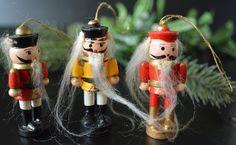 SOLD! Weihnachtsbaumschmuck Weihnachtsdekoration Vintage Holz Baumschmuck Advent Nußknacker von VintageLoppisStyle auf Etsy